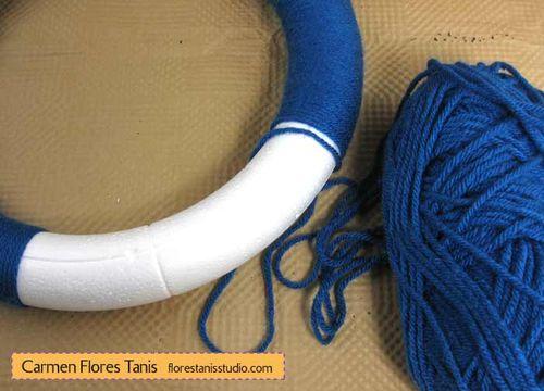 Seuss-Wreath-by-Carmen-Flores-Tanis-Step-1